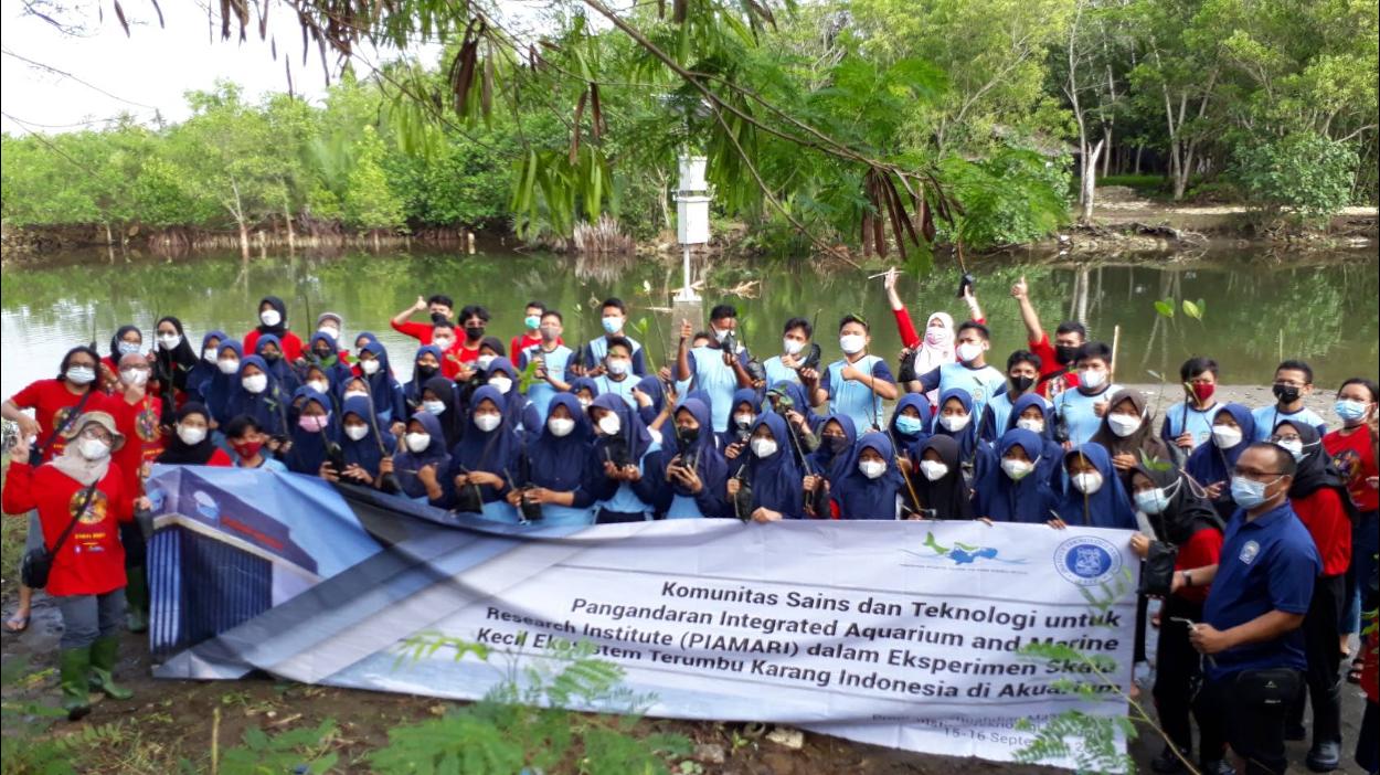 Lestarikan Lingkungan Pangandaran: Menanam Mangrove Di Estuari Bulak Setra